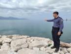 Mladi policajac skočio u hladnu Neretvu za muškarcem