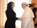 Kolinda pozvala Papu u Hrvatsku i poklonila mu dres