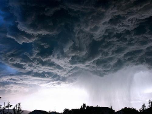 U oluji poginulo najmanje 11, a nestalo dvoje djece