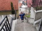Majčinska ljubav nema granica: Bolesnog sina svakog dana nosi uz 77 stuba