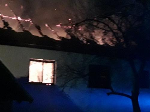 U Perićima izgorjela kuća