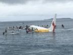 Avion promašio pistu, pa sletio u lagunu u Tihom oceanu