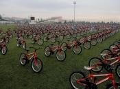 Djeca, čiji su roditelji prestali pušiti, na poklon dobila bicikl