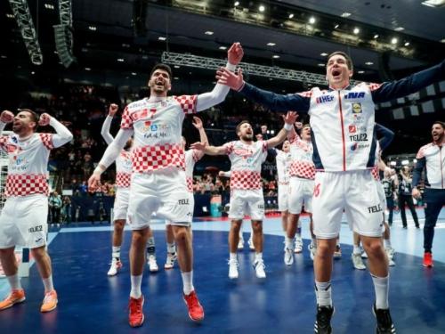 Hrvatska sa Srbijom, Francuskom i Ukrajinom; BiH u skupini E