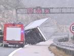 Veliki problemi na prometnicama u Hrvatskoj zbog vjetra i snijega