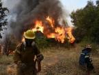 Požar u Grčkoj okružio samostan, svećenici odbijaju otići