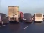 Kamiondžija izveo manevar i čudom izbjegao lančani sudar na autocesti