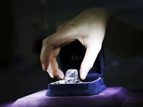Na izložbi nakita ukraden dijamant vrijedan 1,65 milijuna eura