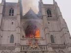 Gori gotička katedrala u Nantesu, vatrogasci se od jutra bore s plamenom