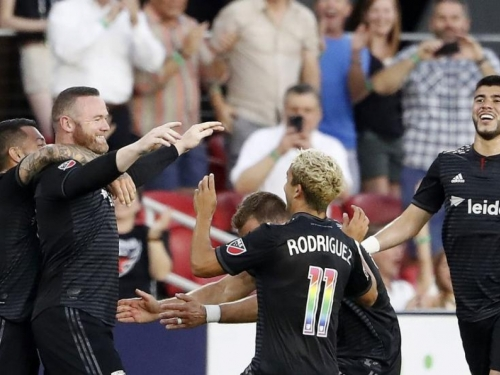 Rooney zabio gol sa svoje polovice igrališta