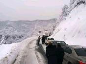 Civilna zaštita poziva mehanizaciju na čišćenje snijegom zametenih prometnica
