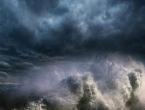 Stigla jaka oluja: Nagli pad temperature zraka, snažno nevrijeme će trajati tijekom cijele noći