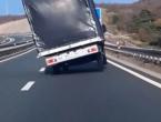 Udari vjetra prijete vozačima u HBŽ-u, promet otežan u Salakovcu zbog postavljanja rasvjete u tunelu