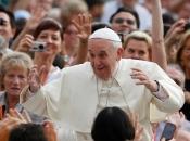 Papa Franjo dobit će prvi električni papamobil