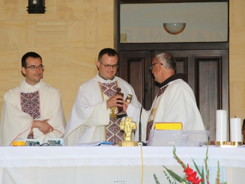 FOTO: Na Šćitu započela trodnevnica, Mladu misu slavio p. Marko Petričević