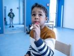 Austrijanci djeci daju covid-19 testove u obliku lizalica
