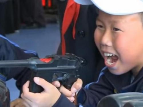 """Djeca u propagandnom kampu Sjeverne Koreje: """"Jako sam sretan dok ubijam Amerikance"""""""