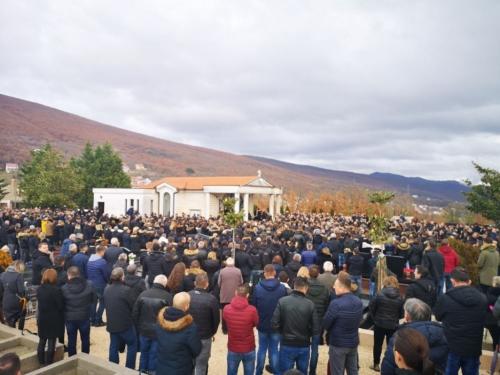 Suze i bolni uzdasi: Posljednji ispraćaj Stjepana Jukića, mladića koji je stradao u Posušju