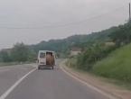 Tijekom vožnje krava mu ispala iz kombija