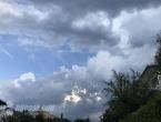Oblačno vrijeme, kiša u drugoj polovici dana