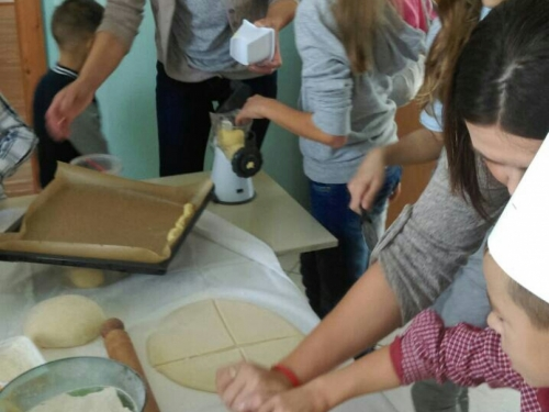 FOTO: Dani kruha u PŠ Lug
