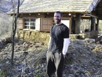 Tvrtku vrijednu milijune poklonio prijatelju i otišao živjeti u kući od slame