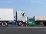 VIDEO: Evo što se dogodi kada se kamion zabije u kolonu ispred sebe