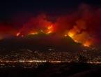 Tisuće vatrogasaca i dalje u borbi sa stravičnim požarima u Kaliforniji