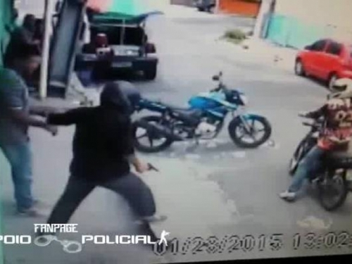 VIDEO: Policajac skoro izgubio život zbog WhatsApp-a