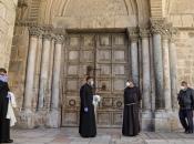 U polupraznom Jeruzalemu franjevci vjernicima dijelili maslinove grančice