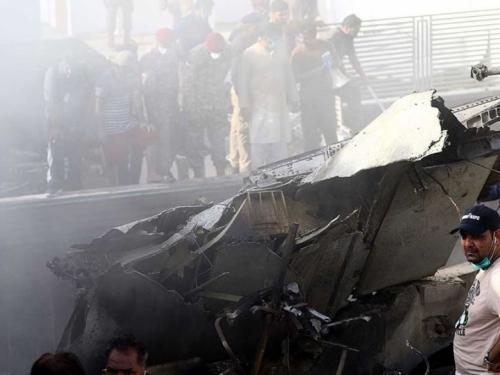 Dvoje preživjelih, 97 poginulih u zrakoplovnoj nesreći u Pakistanu