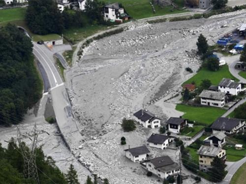 VIDEO: U odronu u švicarskim Alpama nestalo 14 ljudi