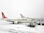 Snježna oluja prizemljila stotine aviona u Istanbulu