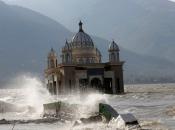 Potres i tsunami u Indoneziji ubili 1763 osobe, preko 5000 ih je nestalo