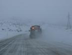 Snijeg otežava promet, neki putni pravci obustavljeni za kamione