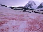 Pijesak iz Sahare stigao u Europu, brojna skijališta poprimila crvenu boju