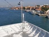 Video kruzera koji bez kontrole udara u manji brod