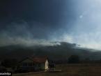 VIDEO: Vatra sa Dinare prijeti kućama u selu Odžak kod Livna, mještani strahuju