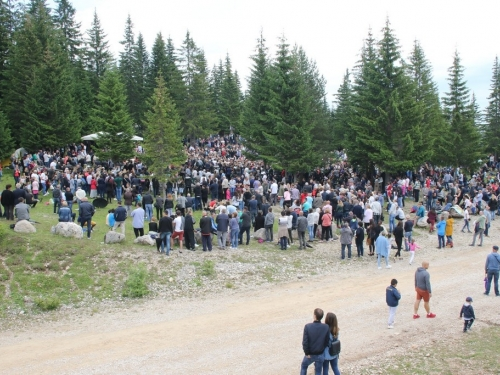 FOTO/VIDEO: Tisuće vjernika na Kedžari proslavilo ''Divin dan''