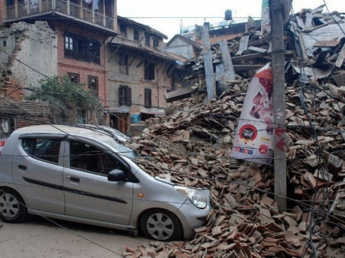 Potraga za preživjelima u Nepalu: Spasioci kopaju golim rukama