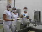 "Tomislavgrad: Dvojica farmera, Branimir i Berislav pokrenuli su mini-siranu ""Eko Vran"""
