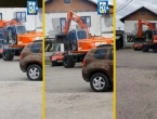 Prnjavor: Bagerom uništio auto dužniku