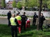 Muškarac skočio u Miljacku, policajci ga spasili