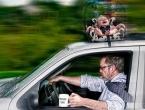 Vitez: Vozio dijete na krovu automobila