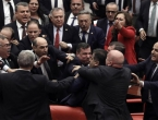VIDEO: U turskom parlamentu izbila tučnjava zbog Erdogana