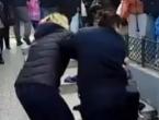 Video: Švercerica nokautirala komunalnu inspektoricu: 'Ovo je sramota!'