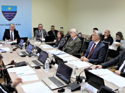 Vlada HNŽ-a odobrila sredstva za asistente u osnovnim i srednjim školama