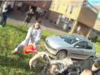 VIDEO| Osmoricu policajaca zalili gorivom, okupljeni vikali: 'Zapalite ih!'