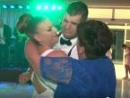 VIDEO: Ustao iz kolica i zaplesao sa sestrom na svadbi