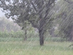 Oblačno s kišom i pljuskovima